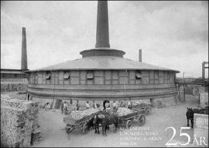 Ringovn på Frederiksholm Kalk- og Teglværker Format: 21 cm x 14,8 cm i sort/hvid. Pris 10 kr. - 6 stk for 40 kr.