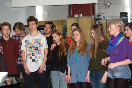 Derefter sang eleverne fra Sankt Annæ Gymnasium et smukt nummer. Det vakte lige så stor begejstring, som den musik eleverne har komponeret til DVD´en.